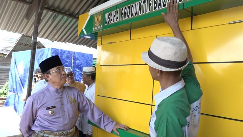 Bupati Inhil Tinjau Pembuatan Mini Mart Bagi Pedagang Asongan