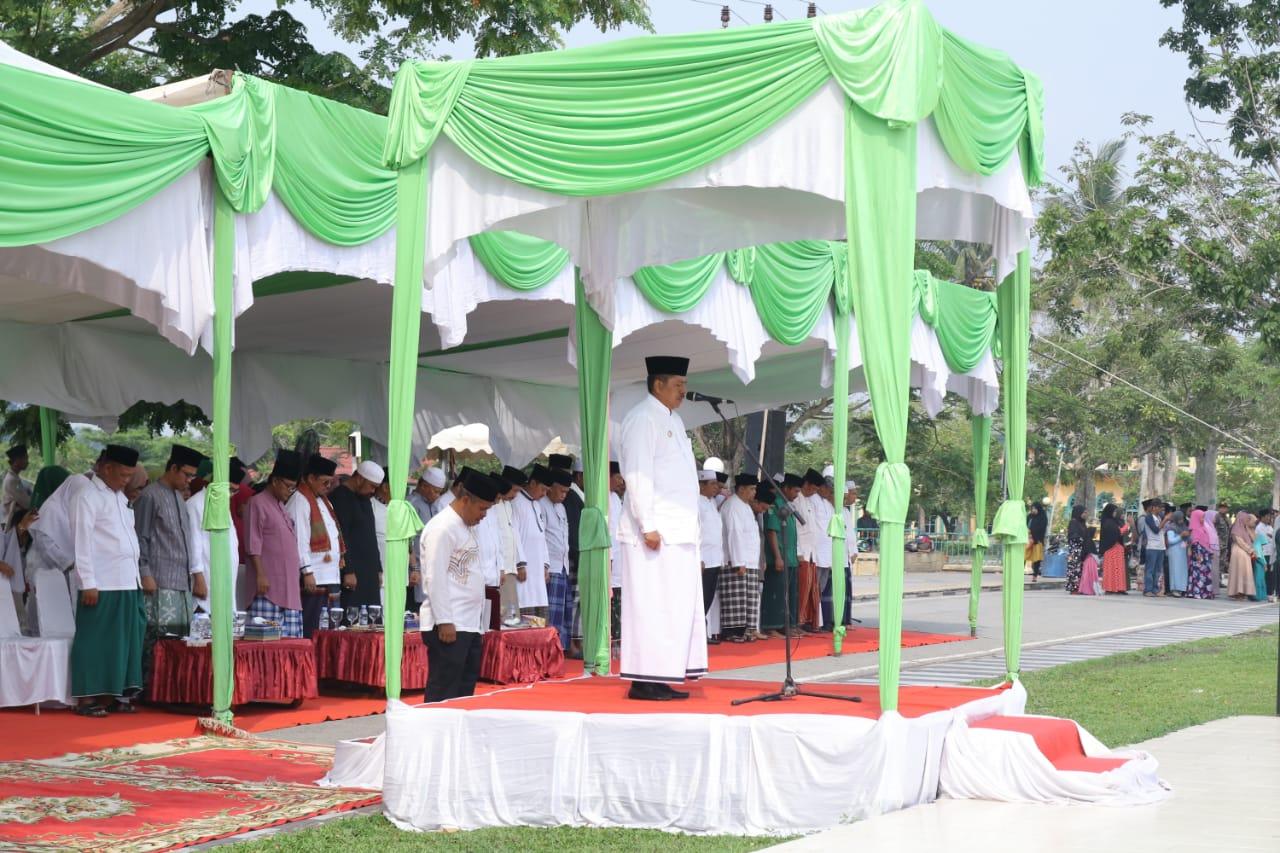 Bupati Alfedri Pimpin Apel Peringatan Hari Santri Nasional