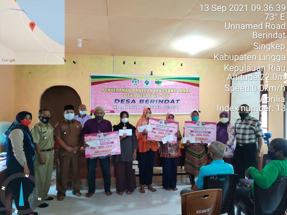 Desa Berindat 120 KK Terima BLT Tahap Dua Di Gedung Sebaguna Desa Berindat, Singkep Pesisir