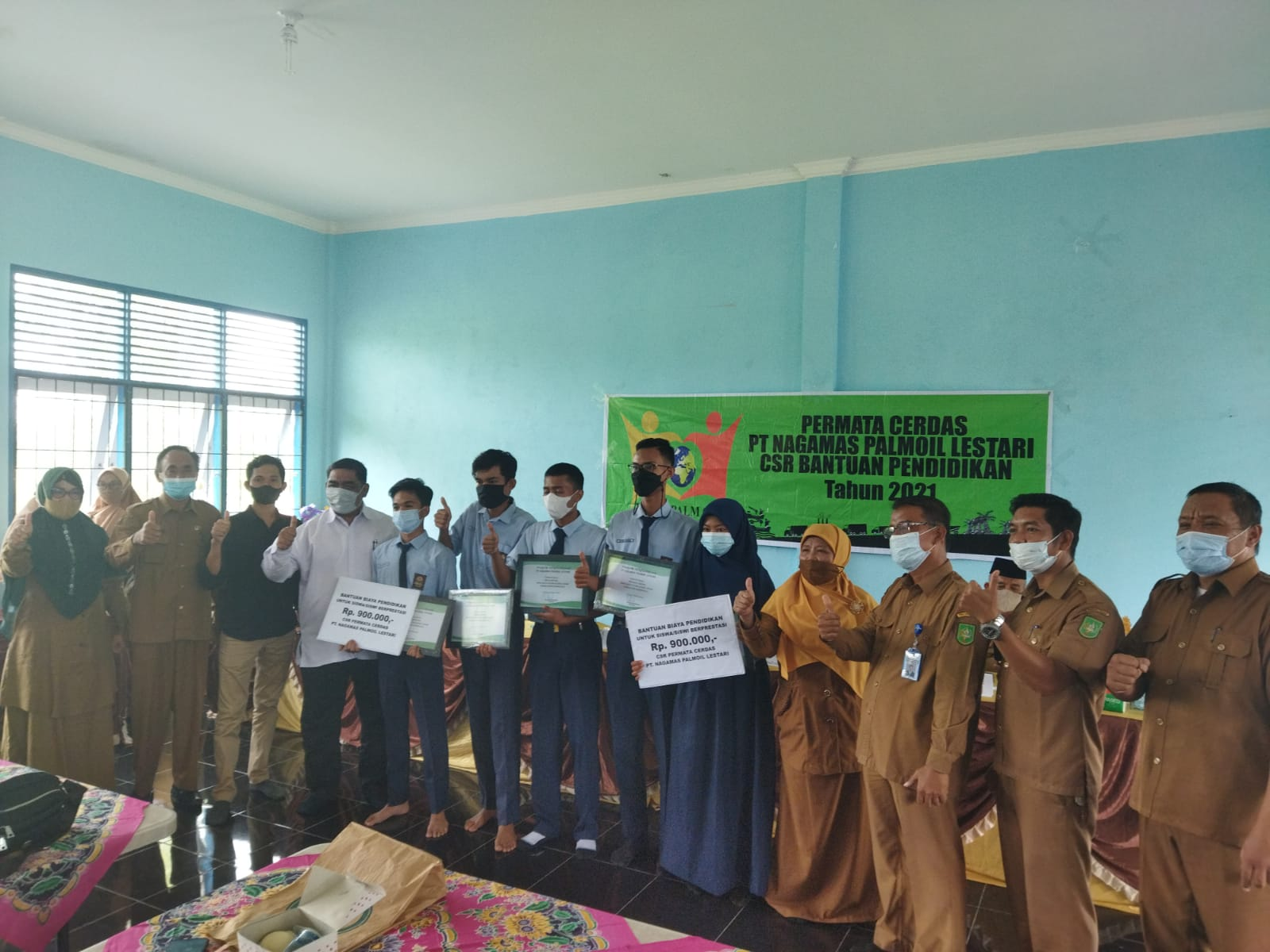 PT Naga Mas Palmoil Lestari Serahkan CSR Pendidikan untuk Siswa SMKN 5 dan SMKN 2 Dumai