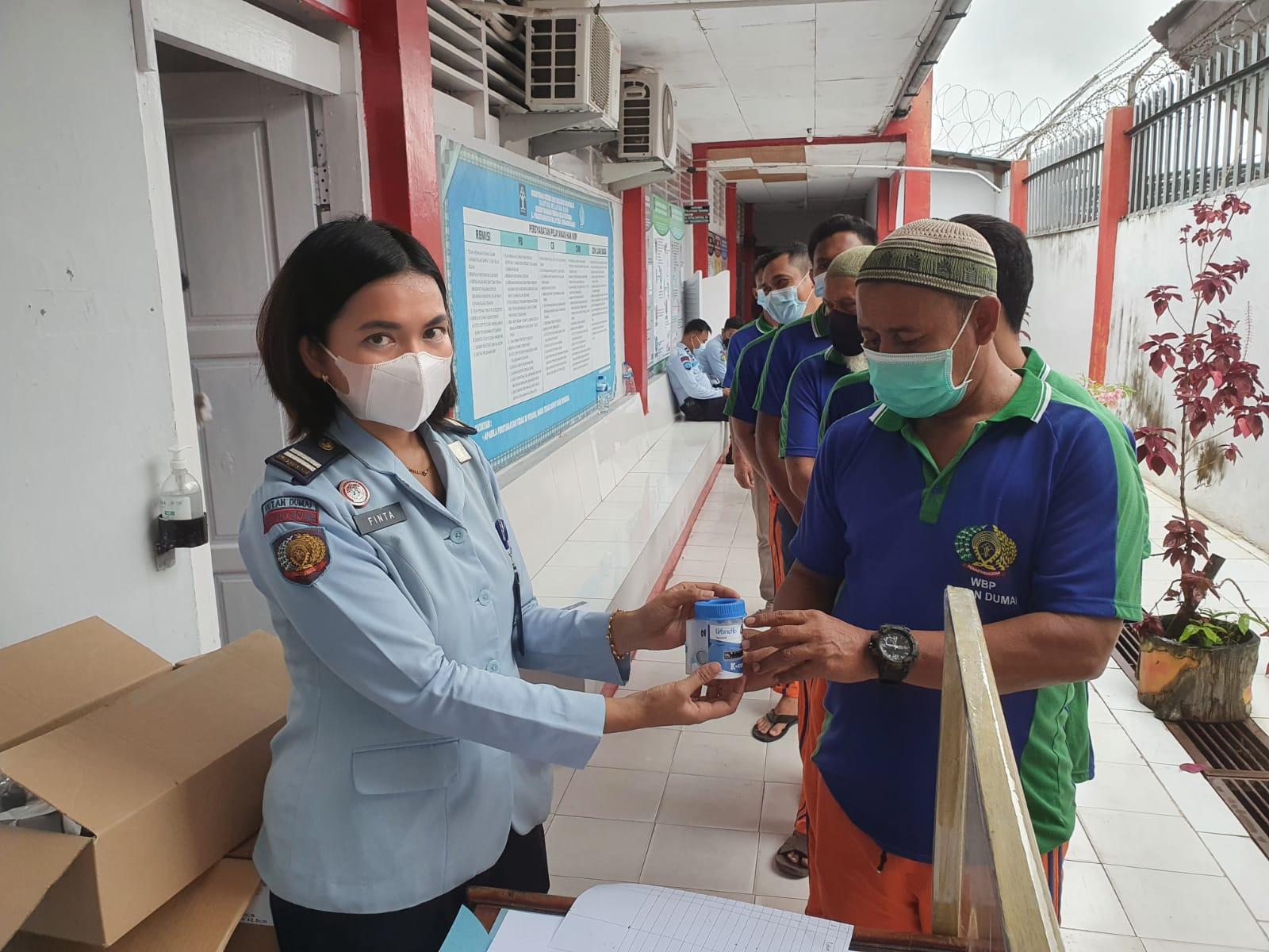 BNN Dumai Laksanakan Sosialisasi P4GN Serta Test Urine Bagi Petugas dan Warga Binaan di Rutan Dumai.