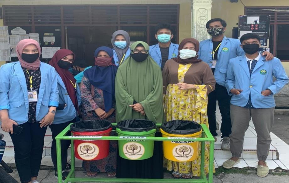 Pembuatan Bank Sampah oleh Mahasiswa Kukerta Balek Kampung Unri