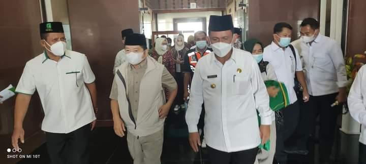 Gubernur Ansar Ahmad Sambut Kedatangan Menteri Bappenas Soeharso Monoarfa