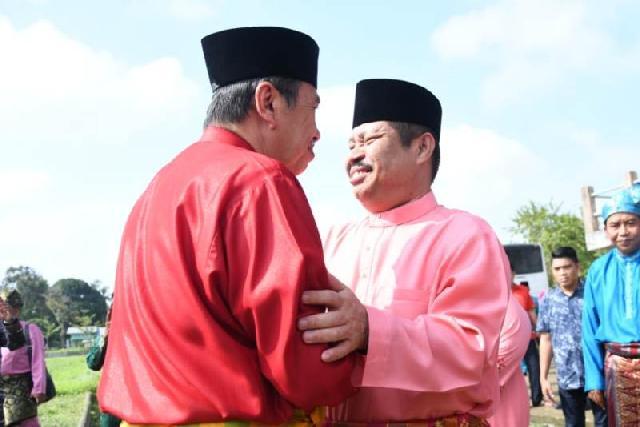 Gubri dan Bupati Bengkalis Hadiri Puncak Festival Mandi Safar  di Pantai Tanjung Lapin