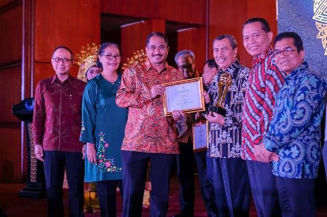 Bangkitkan UMKM dan Semangat Wirausaha, Gubri Promosikan Batik Khas Bermotif Kerajaan Siak