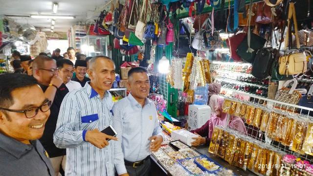 Jual Beli Lesu, Anggota DPRD Pekanbaru Langsung Turun ke Pasar Bawah