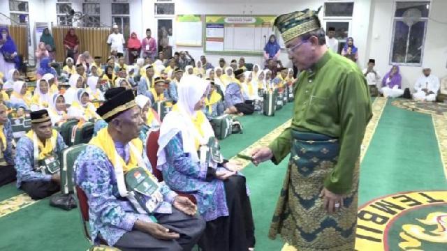 Bupati Inhil Lepas 119 JCH Kloter 20 Menuju Embarkasi Antara Riau di Pekanbaru