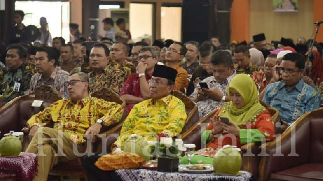 Seminar Nasional, Bupati Inhil Hadirkan Pelaku Industri Kelapa Sebagai Peserta