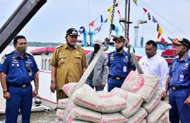 Wabup Resmikan Bongkar Muat Perdana di Pelabuhan Parit 21 Tembilahan